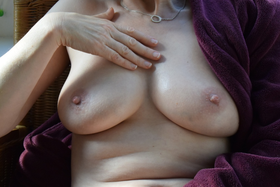 hand_and_breasts